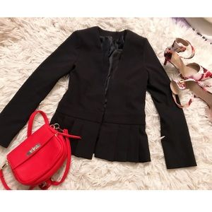 Jackets & Blazers - Black blazer with ruffled end 🔥🔥🔥